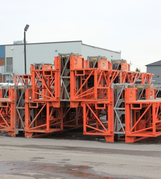 Mast driven lifting equipment rental
